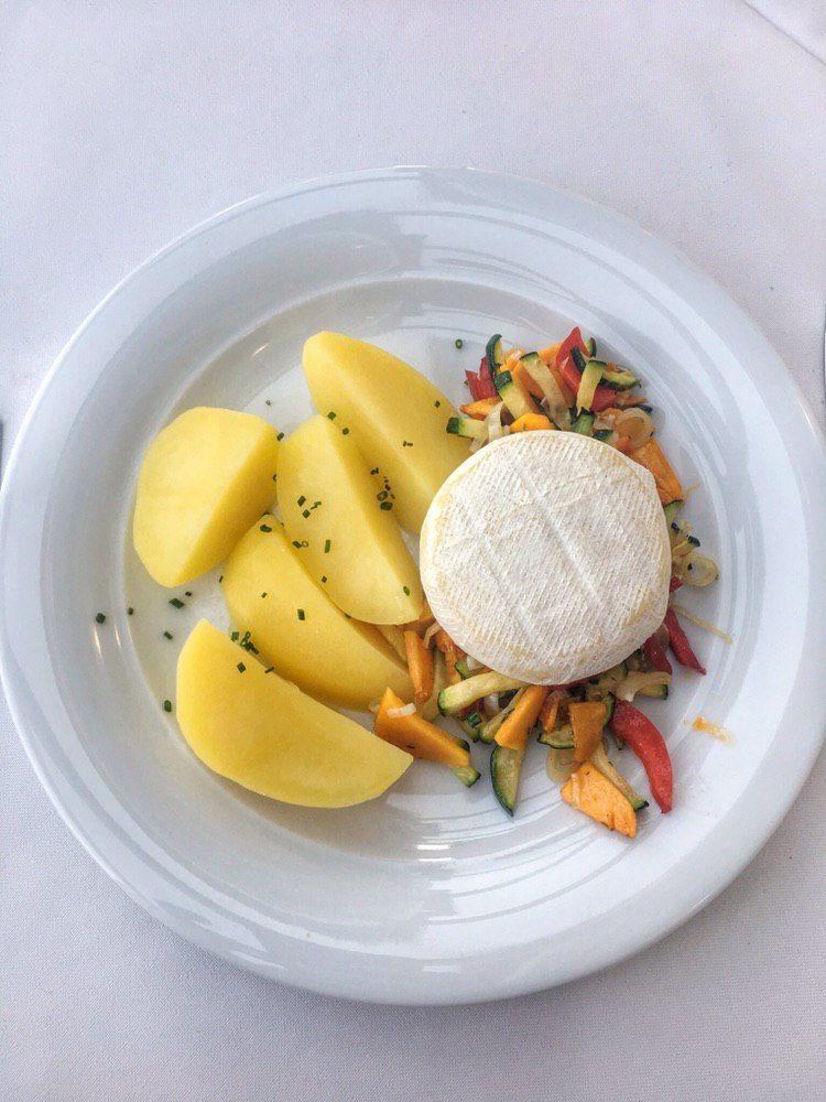 Glutenfreies Gemüse mit Kartoffeln und Brie