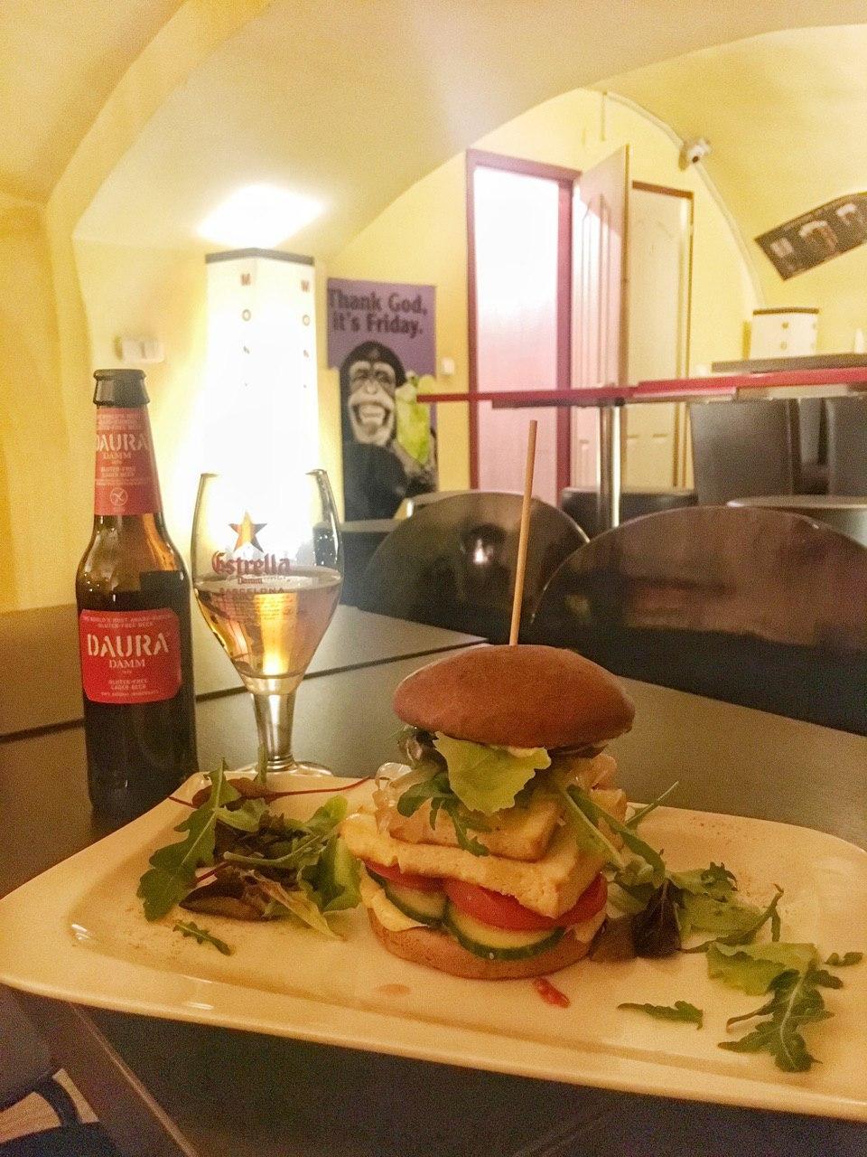 Glutenfreier Burger im Monkeys Budapest