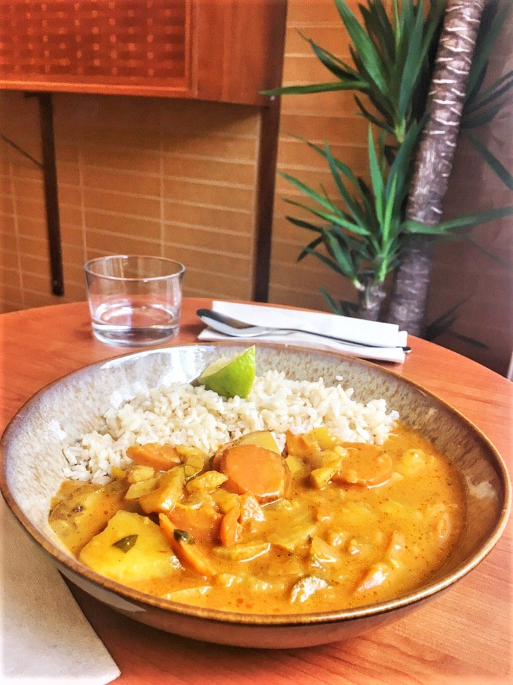 Vegan und glutenfrei: Fenchel-Chili-Kokos Curry mit Bio-Naturreis